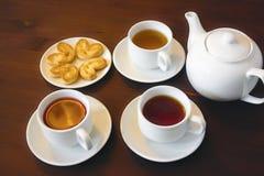 Чай плодоовощ в белых чашках Стоковые Фото