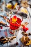 Чай плодоовощ с ягодами стоковое изображение