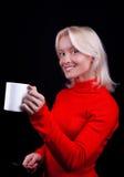 чай привлекательной блондинкы выпивая ся стоковая фотография