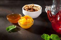 Чай приправленный ягодой Стоковые Изображения