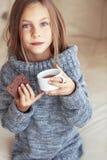 Чай ребенка выпивая Стоковые Изображения RF