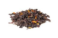 Чай смешал при лепестки сафлора и гибискуса изолированные на белизне Стоковое Изображение