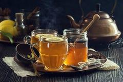 Чай специи лимона или горячие Toddies Стоковое фото RF