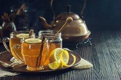 Чай специи лимона травяной или горячие Toddies Стоковые Изображения RF
