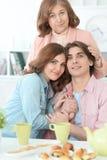 Чай счастливой семьи выпивая совместно Стоковая Фотография RF