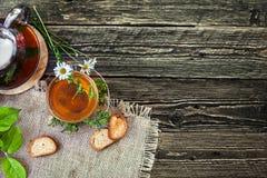 Чай с заживление маргариткой Стоковые Изображения
