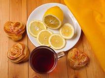 Чай с лимоном Стоковые Фото