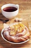 Чай с плюшкой для завтрака Стоковое Изображение RF