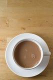 чай таблицы чашки деревянный Стоковые Фотографии RF