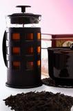 Чай и чайник на изолированной предпосылке Стоковая Фотография RF
