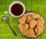 Чай утра с очень вкусными печеньями сахара Стоковое Изображение