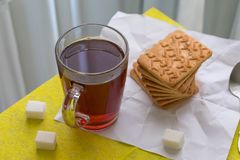 Чай утра с печеньями и сахаром Стоковое фото RF