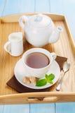 Чай утра с сливк и мятой Стоковая Фотография