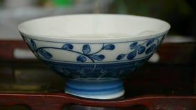 Чай чайника лить, старые таможни отдыха фарфор, Япония, вода акции видеоматериалы