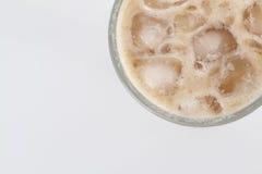 Чай льда с молоком над белой предпосылкой Стоковое Изображение RF