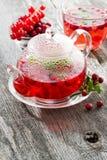 Чай ягоды на деревянном столе Стоковая Фотография