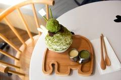 Чай Bingsu зеленый с красной фасолью стоковые фотографии rf
