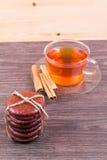 Чай, eclairs и циннамон Стоковая Фотография