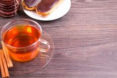 Чай, eclairs и циннамон Стоковые Изображения RF
