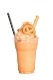 Чай Frappe тайский питье освежает На белом пути предпосылки и клиппирования Стоковые Фото