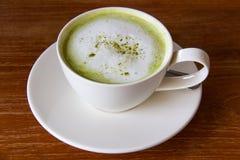 Чай Matcha зеленый - чай smoothie зеленый - latte зеленого чая matcha Стоковые Фотографии RF