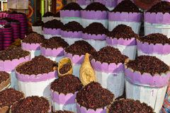 Чай Pomegranade листает на дисплее на рынке стоковые изображения rf