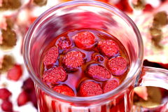 чай rosehips чашки Стоковое Фото