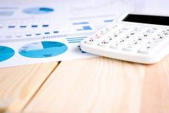 Чалькулятор и диаграммы Стоковая Фотография