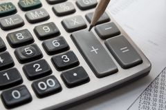 Чалькулятор и карандаш стоковые фотографии rf