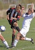 чанадец защищает футбол пинком Стоковые Фотографии RF