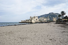 Чарльстон Mondello на пляже. Палермо Стоковые Изображения RF