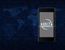 24 часа обслуживают значок на современном умном экране телефона над компьютером Стоковое фото RF