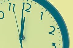 Часовая стрелка указателя круглых часов полуночная Стоковое Фото