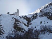 Часовня горы в утверждает долину, Швейцарию Стоковая Фотография RF
