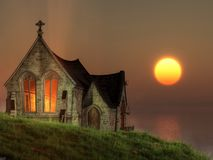 Часовня захода солнца морем бесплатная иллюстрация
