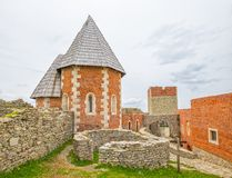 Часовня и стены на замке Medvedgrad Стоковые Изображения RF