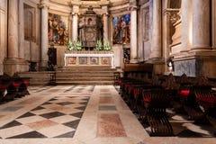 : Часовня Mannerist монастыря или аббатства Jeronimos главная или Capela-Mor, алтар, Retable или Altarpiece и Tabernacle стоковые фото