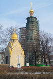 Часовня Prokhorov и восьмиугольная колокольня под реновацией в монастыре Novodevichy, Москвой Стоковая Фотография