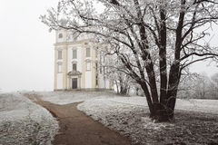 Часовня St Florian в тумане зимы Стоковое Фото