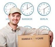 часовой пояс работника доставляющего покупки на дом Стоковая Фотография