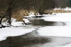 Частично замороженное река на зиме Стоковые Фотографии RF