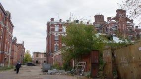 Частично разрушенный и покинутый исторический комплекс Стоковые Изображения RF