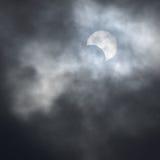 Частично солнечное затмение за облаками Стоковая Фотография RF