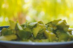 Части авокадоа на плите Стоковое Изображение RF