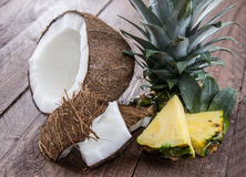 Части ананаса и кокоса Стоковая Фотография RF