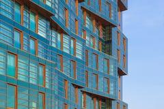Части первоначально современного многоэтажного здания стекла и бетона Стоковые Фотографии RF