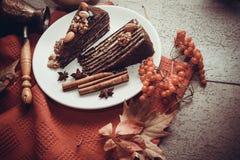 Части пирога пирожного с гайками Стоковые Изображения RF