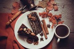 Части пирога пирожного с гайками Стоковые Фото
