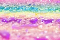 Части покрашенной стеклянной лож на асфальте Цвета фото: голубой, желтый, сирень, пурпур, фиолетовый Стоковые Фото