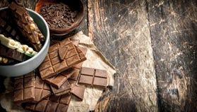 Части различного вида шоколада с shavings в шаре Стоковая Фотография RF
